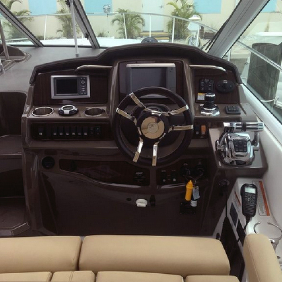 2013 Cruisers 380 Express Helm