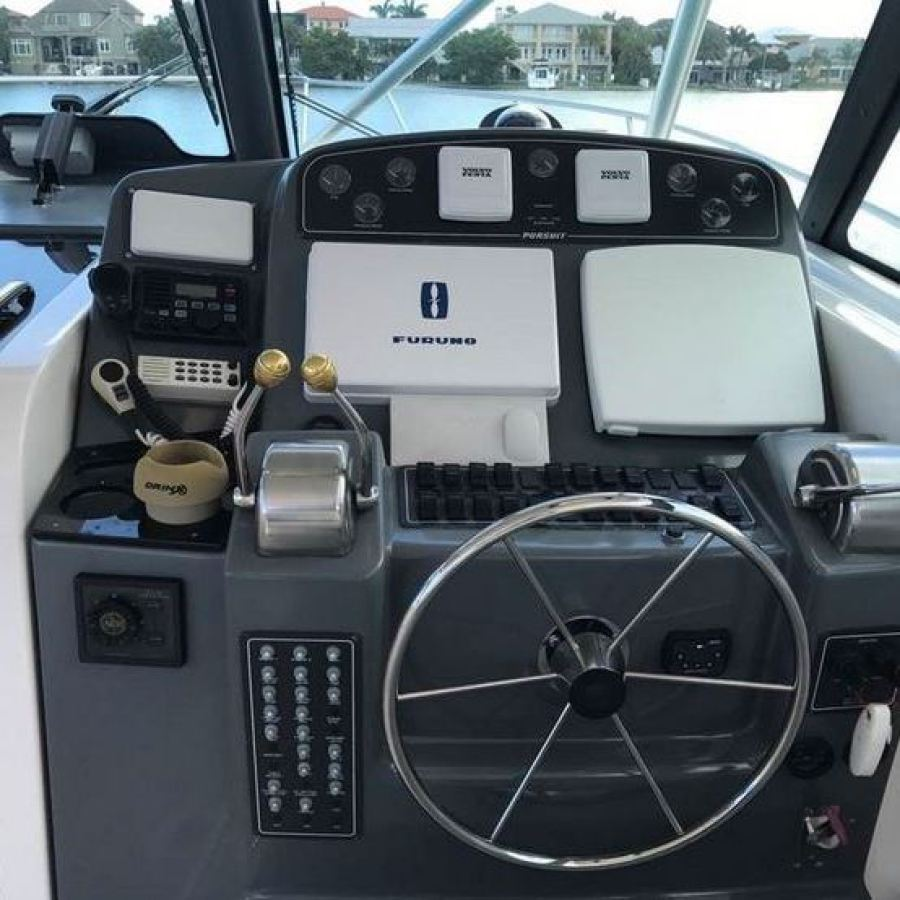 2002 Pursuit 3800 Offshore Helm