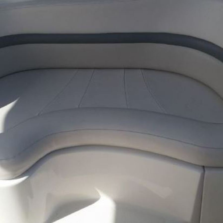 2007 Chaparral 290 Signature Cockpit Seating to Port