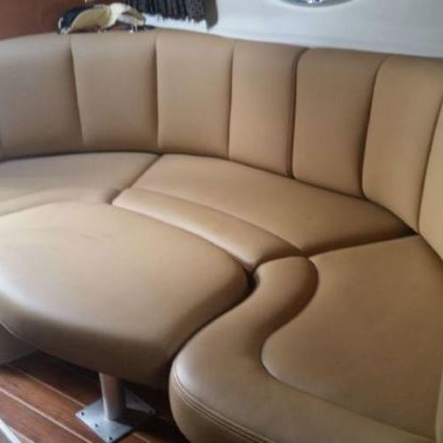 2007 Chaparral 290 Signature Cabin Seating to Port